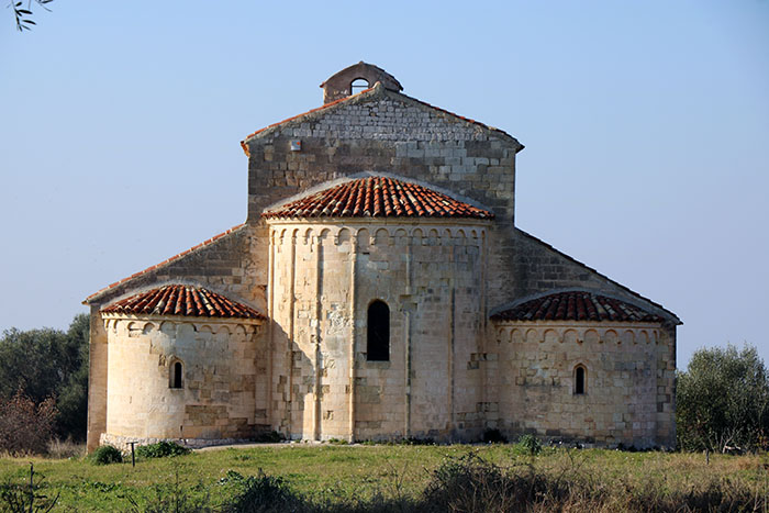 Santa Maria di Monte D'Elio. San Nicandro Gargano Parco Puglia Abbazia medievale.